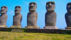 宮崎名物:サンメッセ日南のモアイ像
